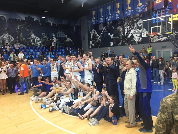 Баскетбольный «Днепр» стал бронзовым призером чемпионата Украинского государства