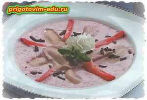 Клубничный суп с варениками с творогом