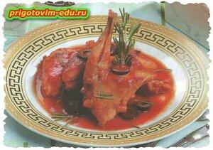 Кролик тушёный в винном соусе