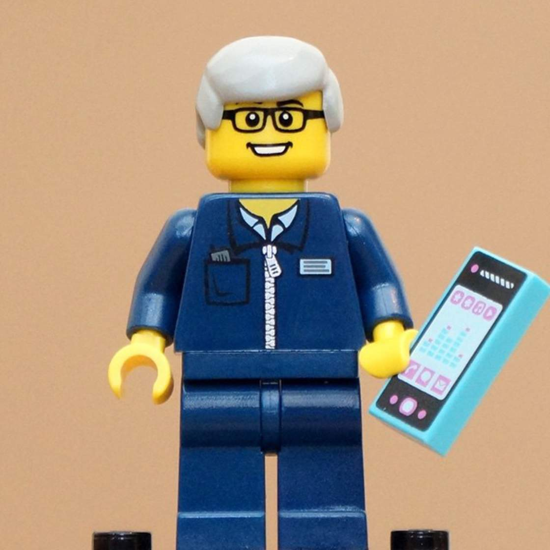 FamousBrick – The big names of high-tech become LEGO Minifigs (21 pics)