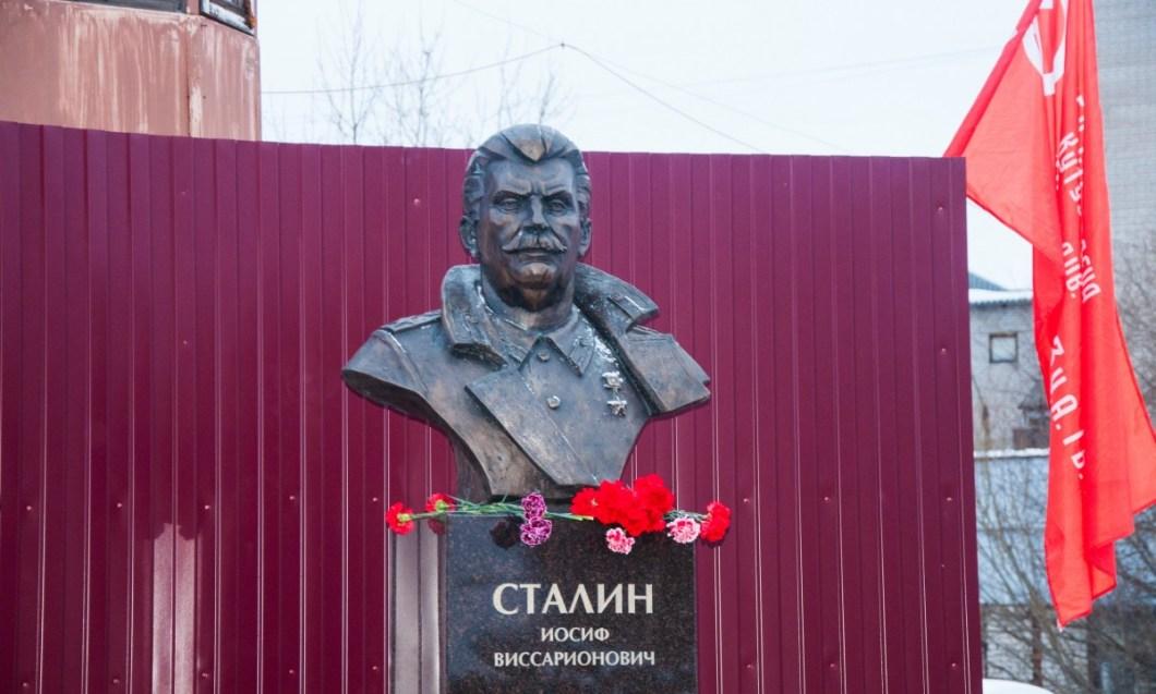 Архангельск. Памятник открыт 24.12.2016.jpg