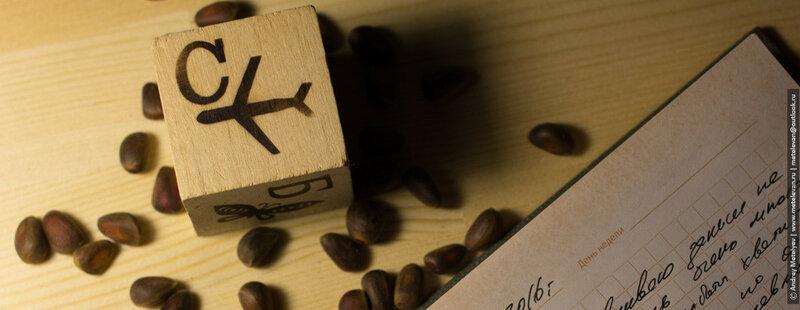 фотография кубика и кедровых орешков