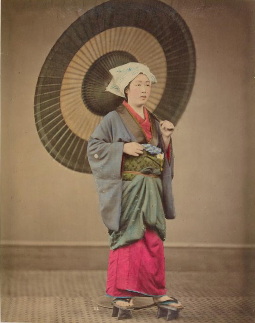 Женщина с зонтиком