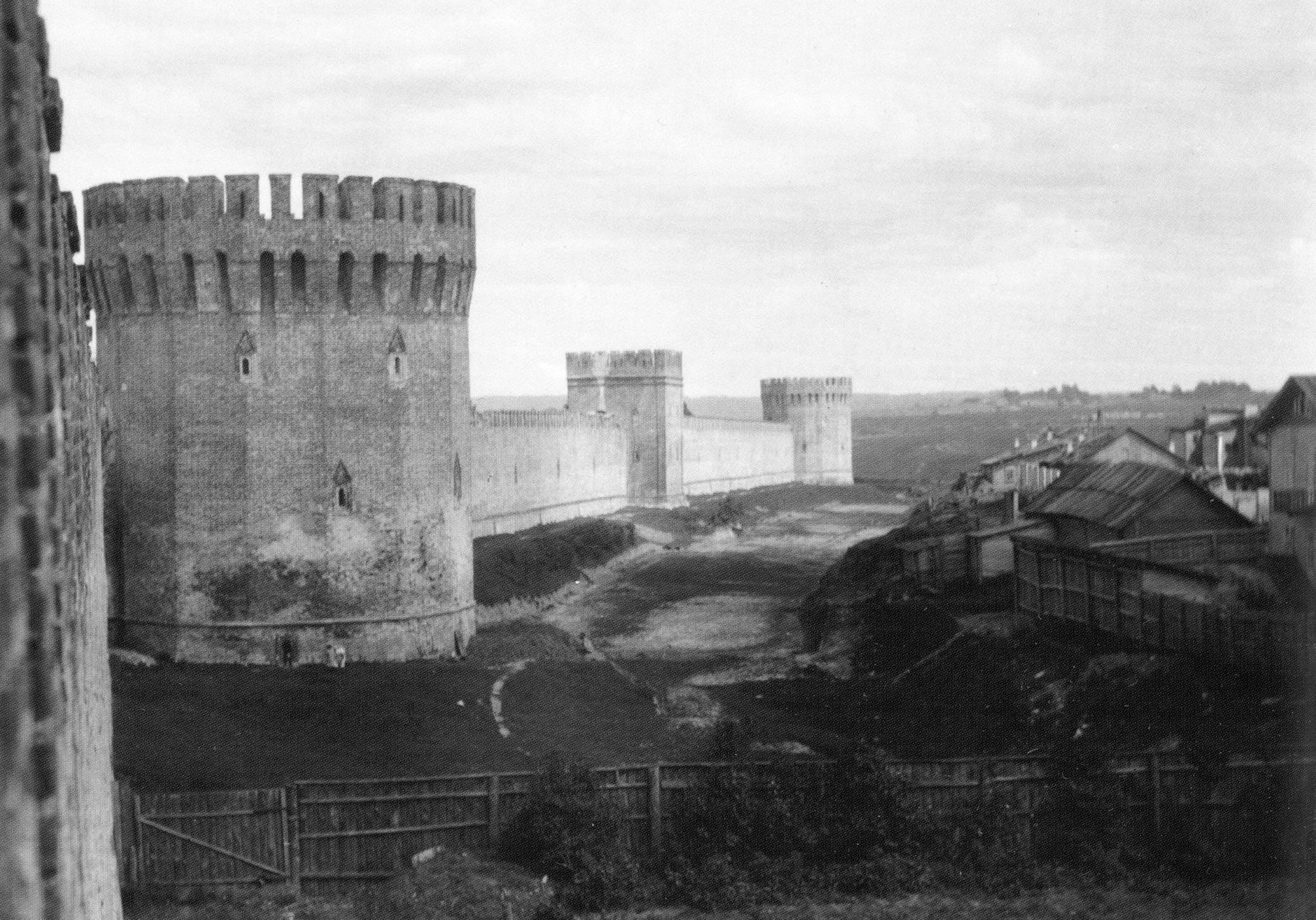 Долгочевская, Воронина и Заалтарная башни. 1908