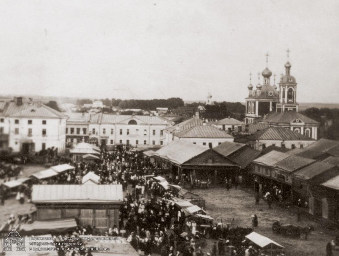 Вид с водонапорной башни на Базарную площадь
