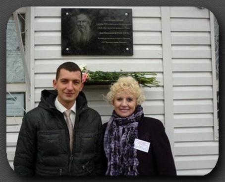 Л.Н.Киселёва и начальник ж/д Крёкшино А.В.Коротенко