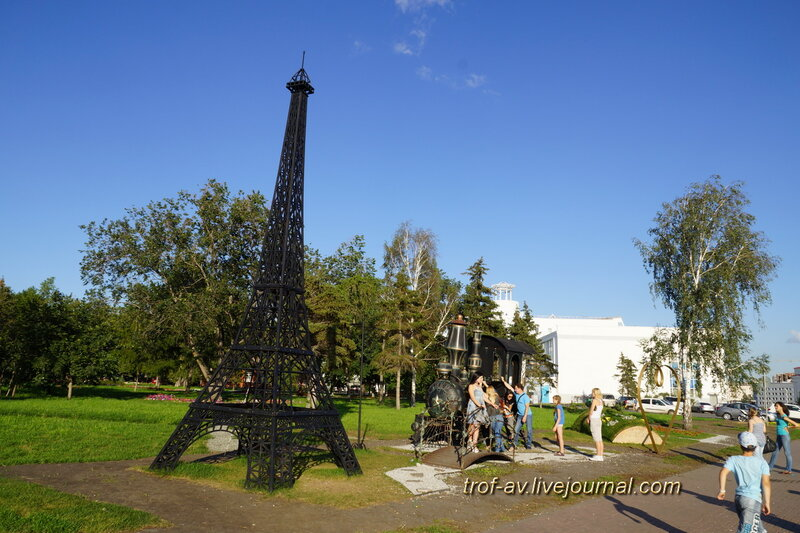Эйфелева башня в Омске