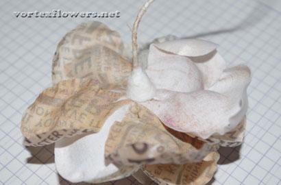 Роза из атласной ткани с газетным принтом, мастер-класс.