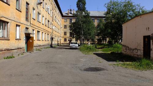 Фото города Инта №5179  Двор (юго-западная сторона дома) Гагарина 1 16.07.2013_12:36