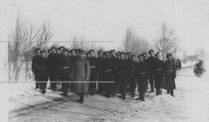Отряд солдат на учении в 1 Петербургской императора Александра III бригаде отдельного корпуса пограничной стражи.