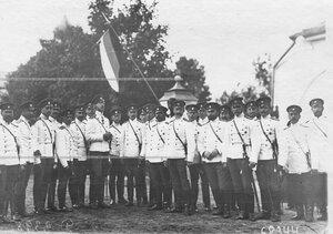 Группа офицеров лейб-гвардии Конно-гренадерского полка с командиром полка великим князем Дмитрием Константиновичем.