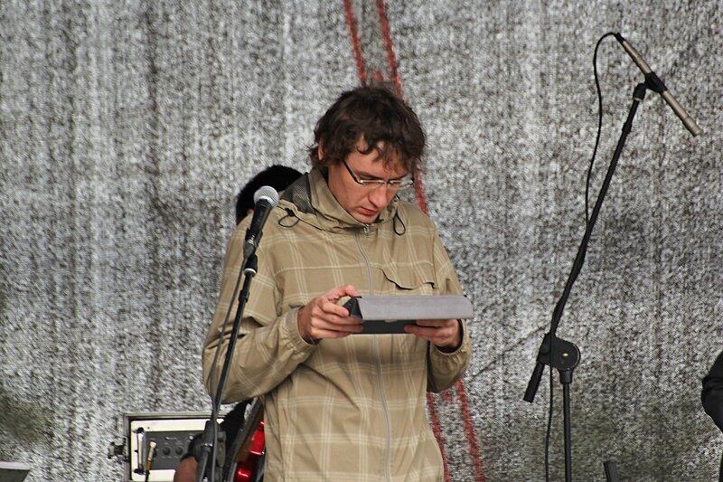 Звукооператор с планшетом на фестивале «Джаз над Вяткой»