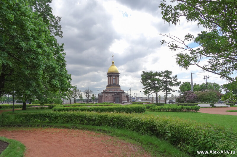 Тут всё Троицкое - площадь, часовня, мост...