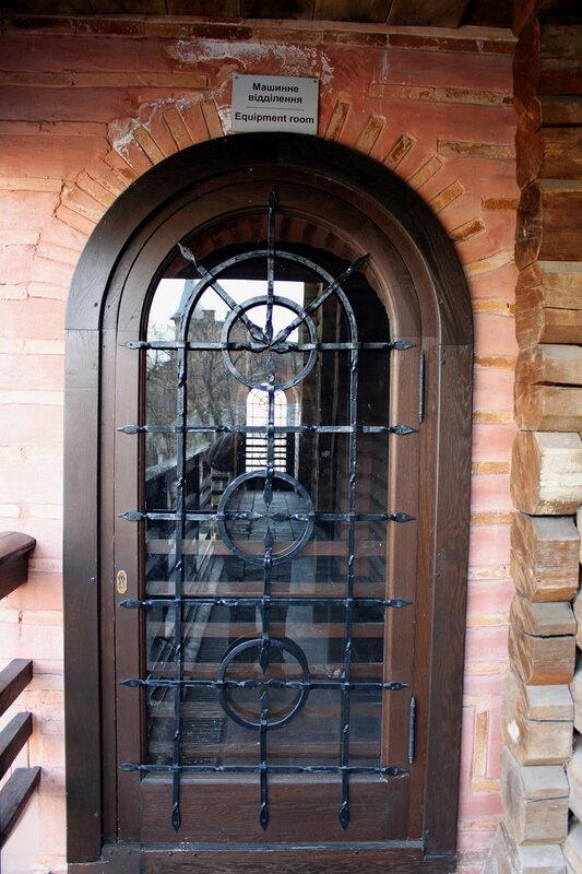 Дверь в машинное отделение Золотых ворот