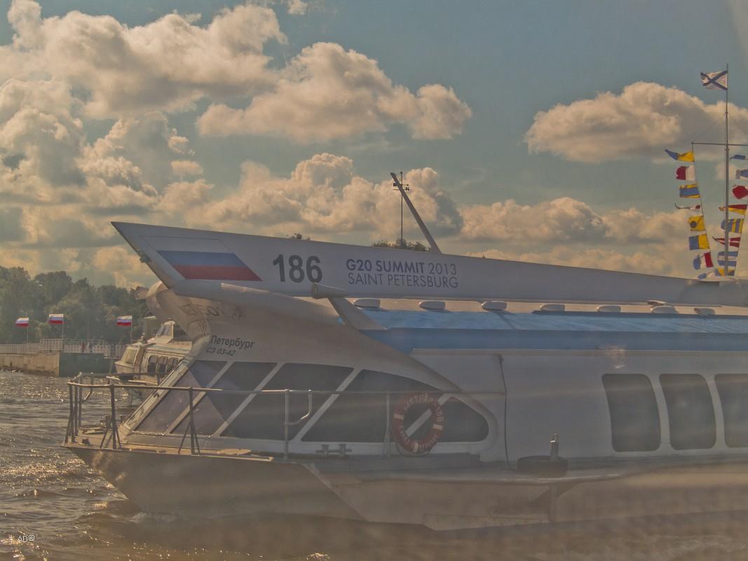 В Петергоф и обратно на Метеорах