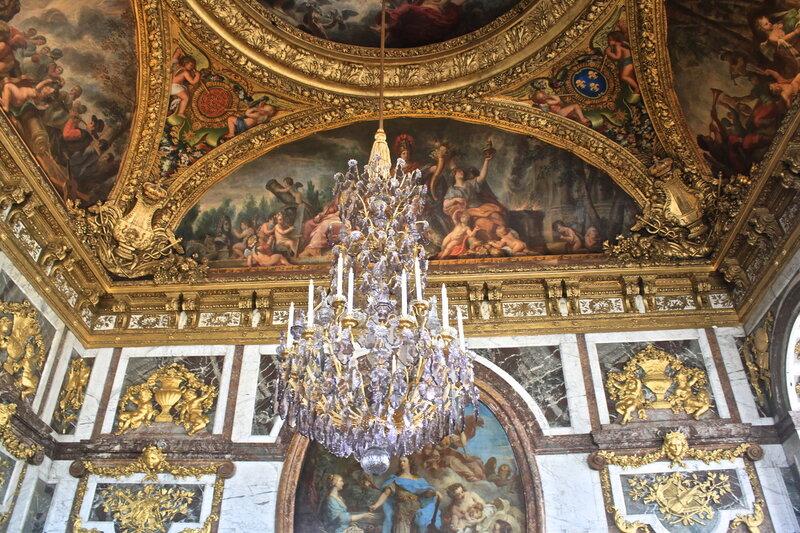 В Версальском дворце.