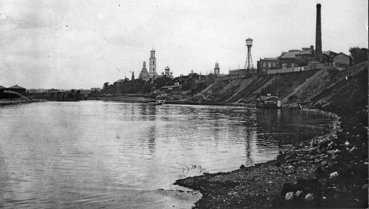 Москва-река, вид на Симонов монастырь и завод Бари (07.04.1913).