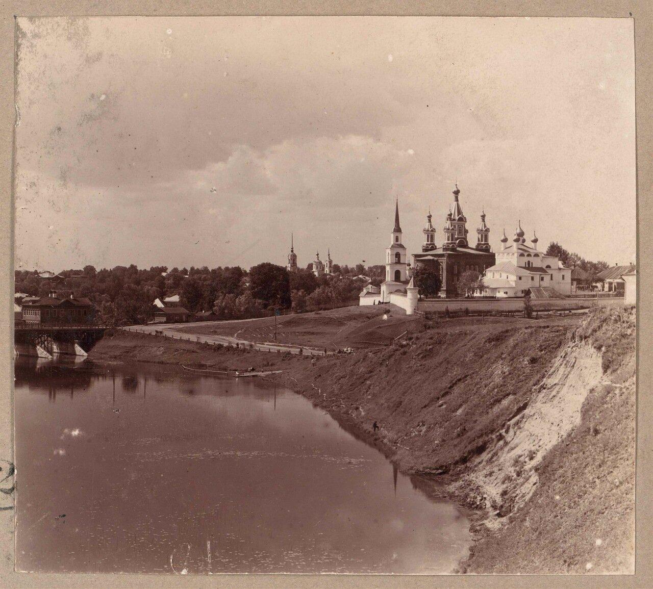 Общий вид Дмитровского монастыря