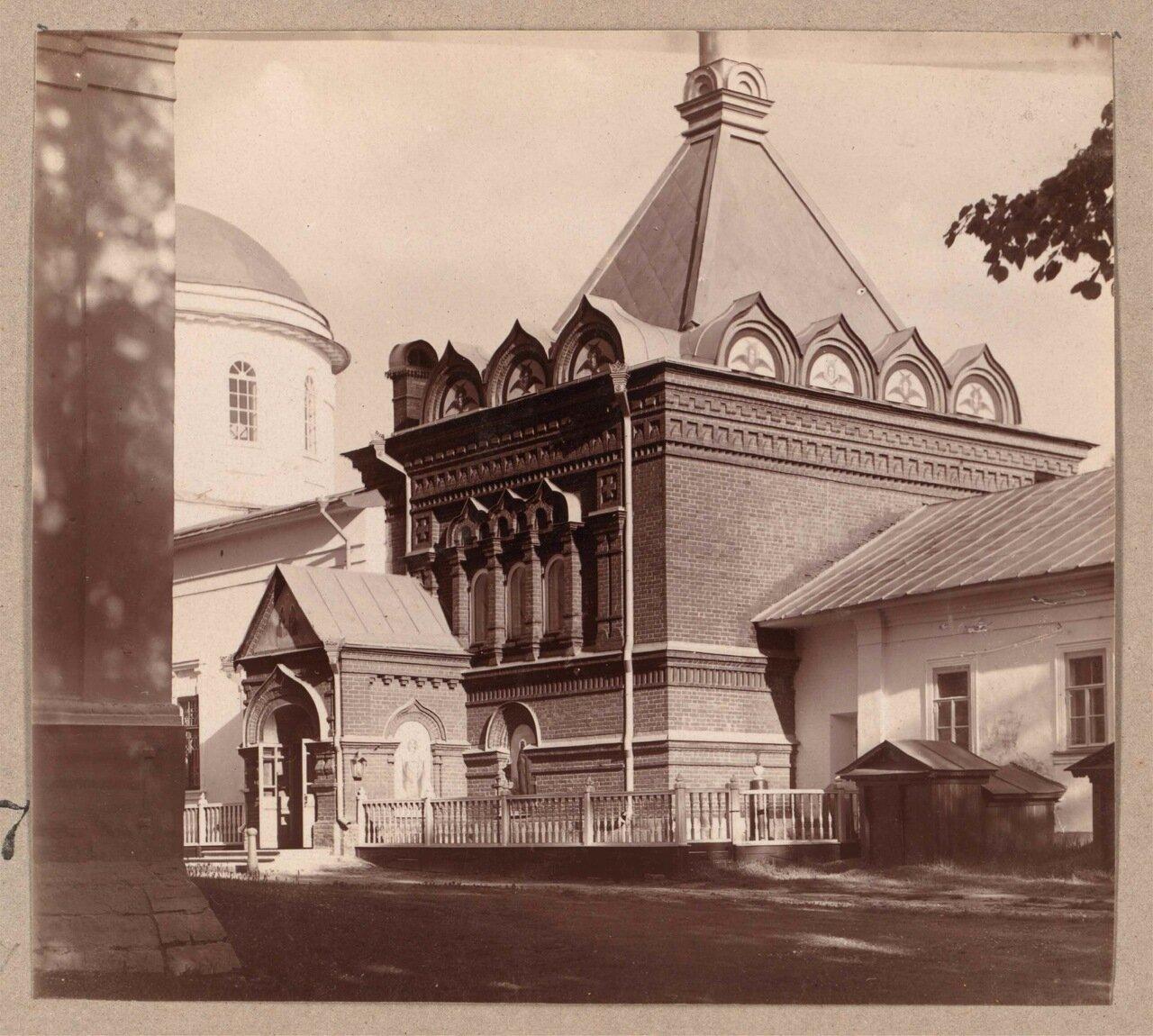 Часовня, в которой хранится деревянная келья Преподобного Макария в Клобуковском монастыре