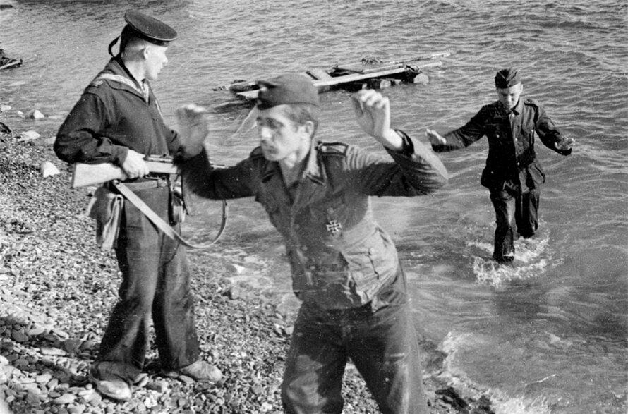 1944. Крым, захват немецких солдат советскими моряками