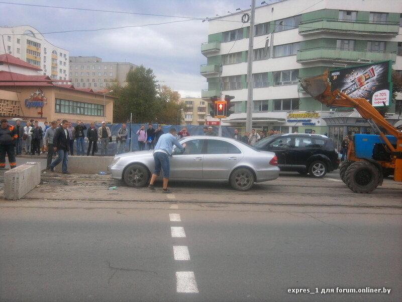 Минский памятник дураку на дороге