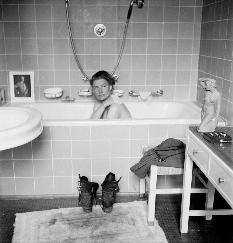 Военный корреспондент Ли Миллер в ванной Гитлера