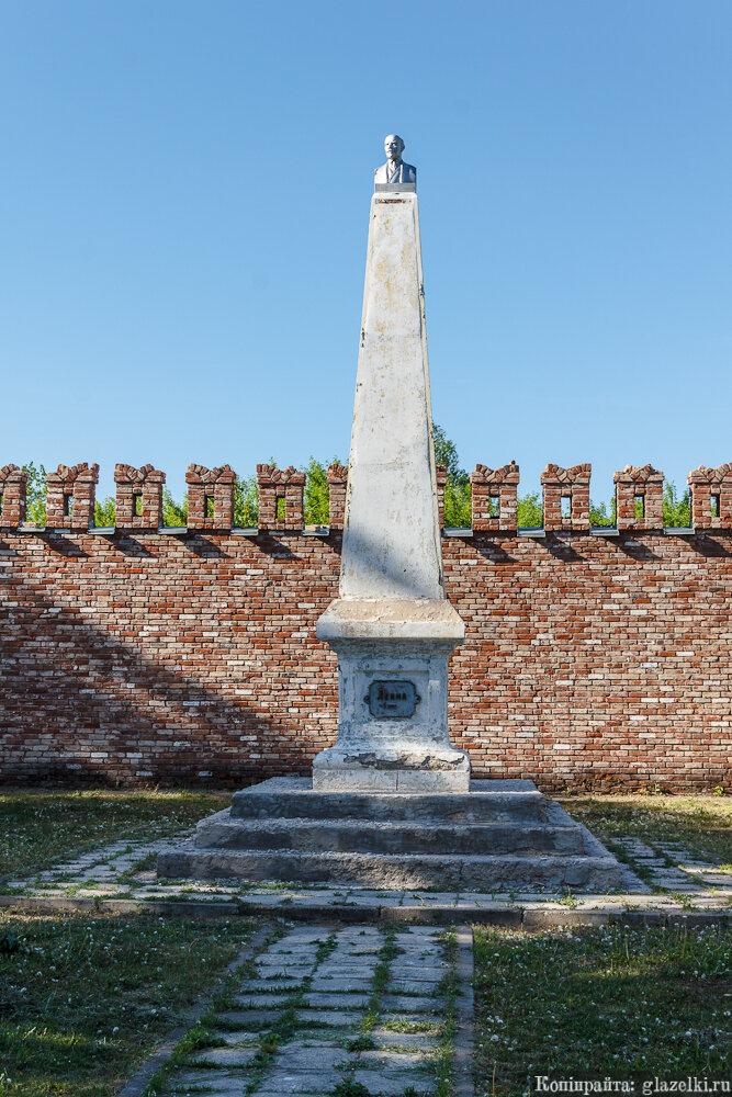 Памятник Ильичу.