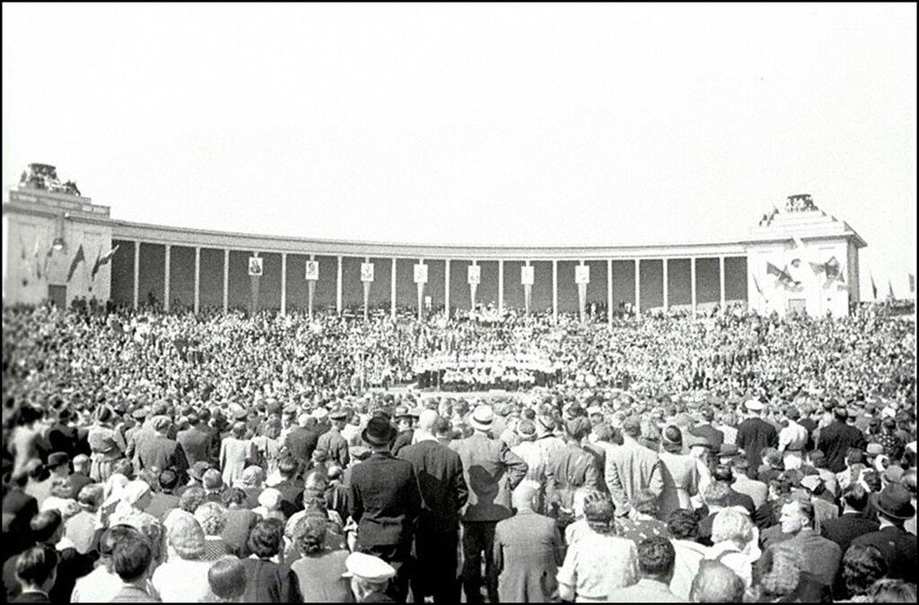Вид площади во время митинга по случаю принятия Эстонии в состав СССР. Таллинн. 18 августа 1940 г.