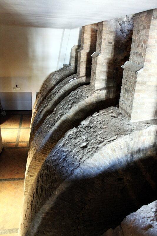 Древние подпорные конструкции Золотых ворот