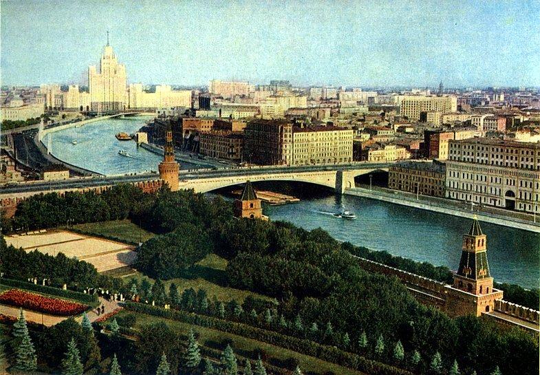 Тайницкий сад. Фото Ильи Голанда, 1957 из коллекции http://starogitnosti.livejournal.com/