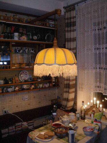 Фото 1. Кухонный подвес. Общий вид. Светильник функционирует, однако он не всегда включается с первого раза, и в его работе случаются перебои - происходит мерцание света.