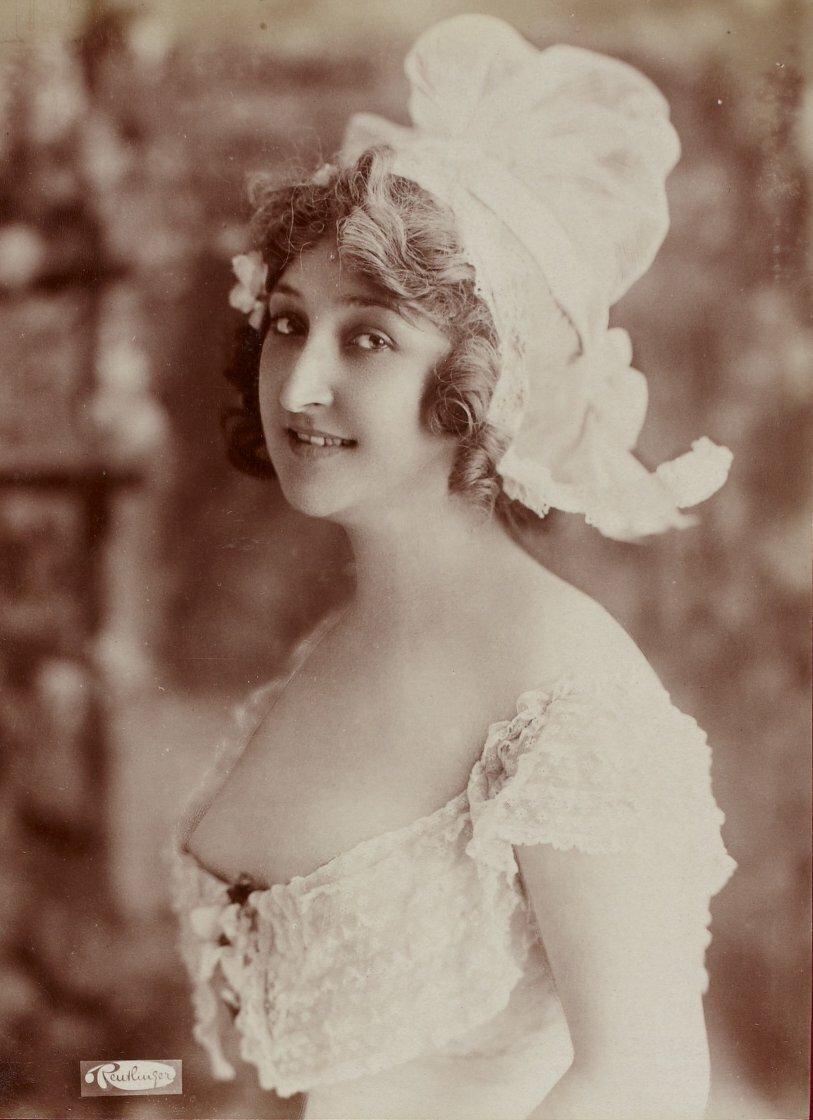 Красивые женщины 19 века фото, город будущего открытка