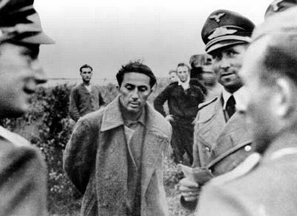1941. Лейтенант Яков Джугашвили  среди военнопленных во время битвы за Смоленск