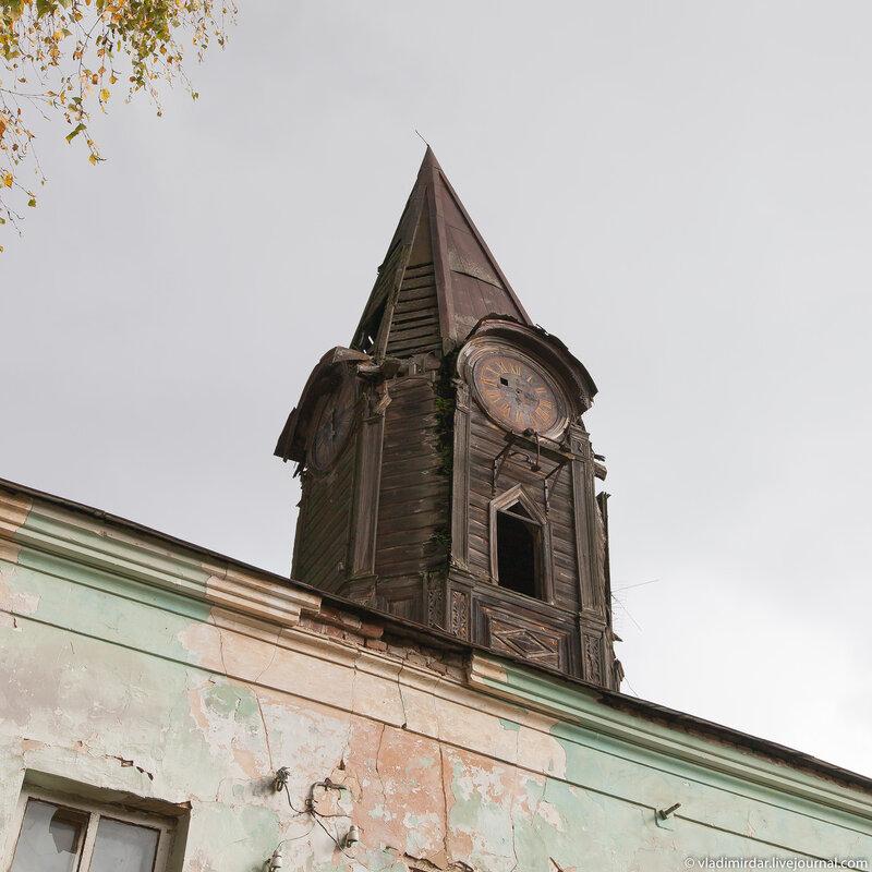 Часовая башенка восточного флигеля усадьбы в Колосово