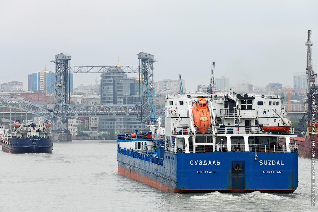 Дон. Ростов-на-Дону. Нефтеналивной танкер «Суздаль» (2003 года постройки)