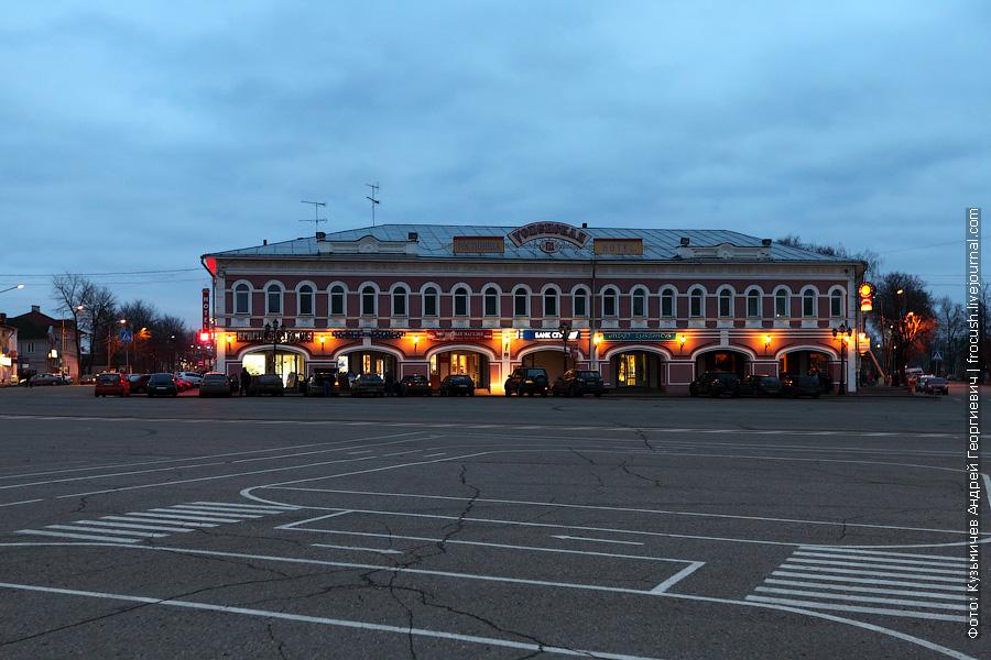 вечернее фото Успенская площадь, торговые ряды и гостиница «Успенская»
