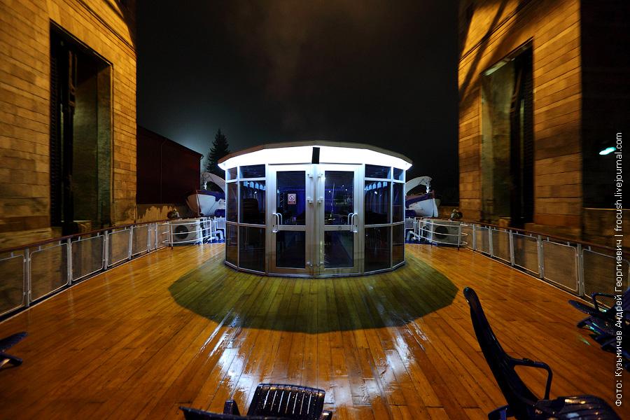 ночная фотография выход в Рыбинское водохранилище из Рыбинского шлюза