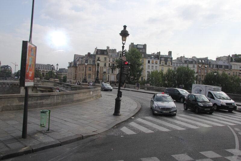 Париж из окна автобуса