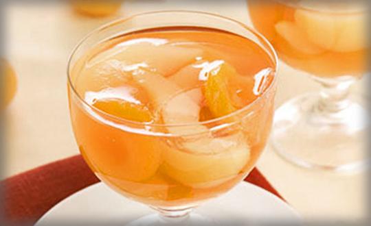 Десерт из яблок и абрикосов в чайном желе