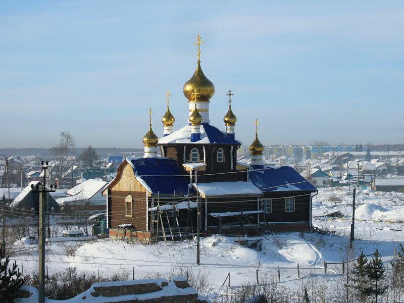 Красивейшая деревянная церковь в Новом Кременкуле (14.10.2013)
