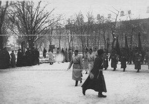 Парад Семеновского полка у сквера около полковой церкви Введения во храм Пресвятой Богородицы на Загородном проспекте.