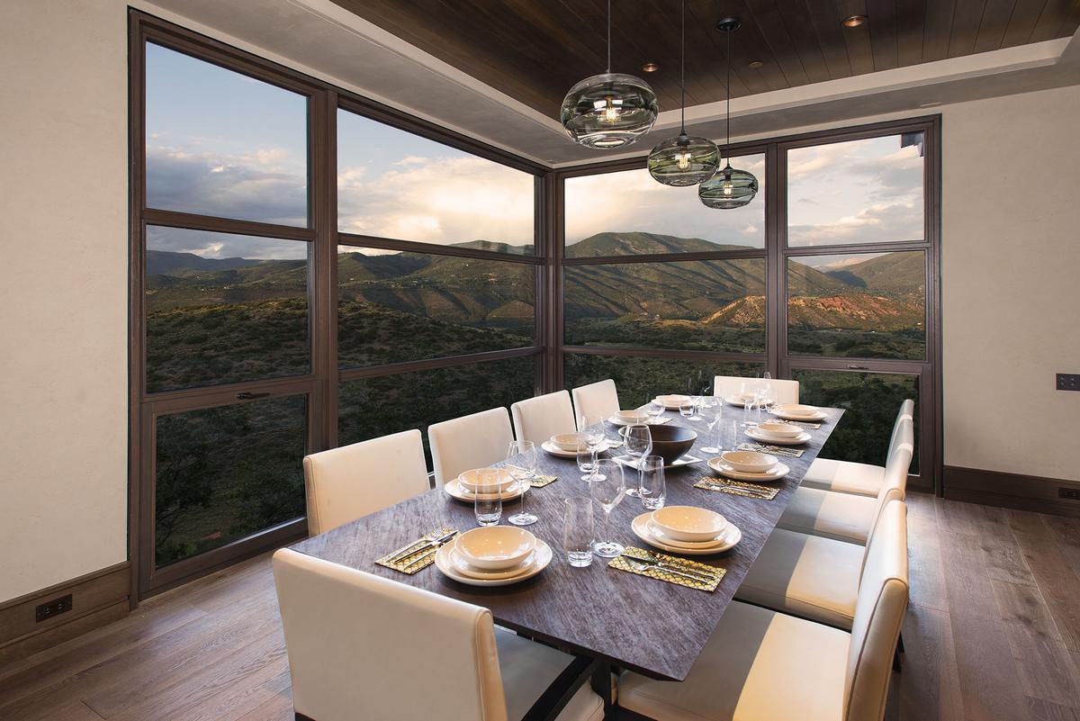 West Buttermilk, частный дом в Аспене, вид на горы из окон, дом с видом на горы, особняки в Колорадо, элитная недвижимость Аспен, терраса на крыше дома
