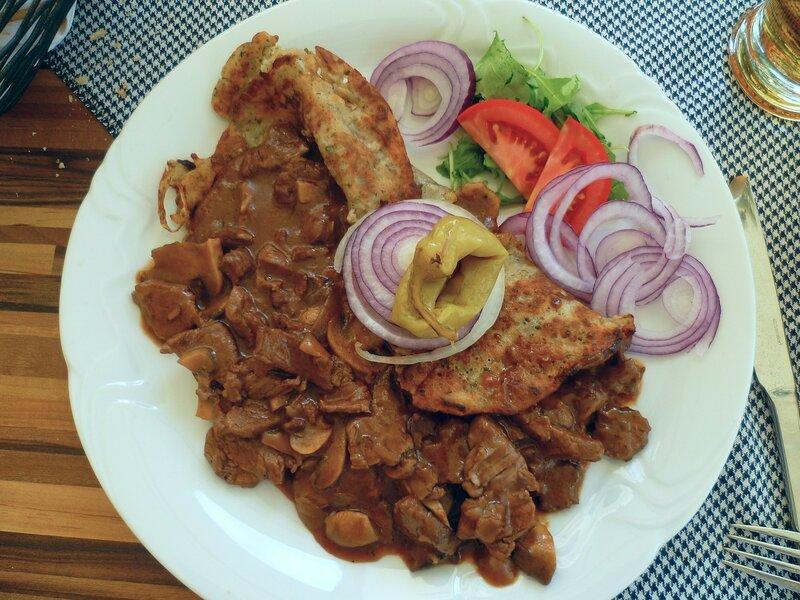 Словакия - очень вкусная еда в Братиславе (Slovakia - very tasty food in Bratislava).