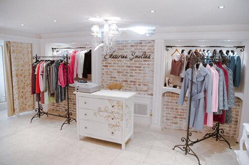 Десять молодых профессиональных дизайнеров со своими сезоннымаи коллекциями одежды, аксессуаров и украшений