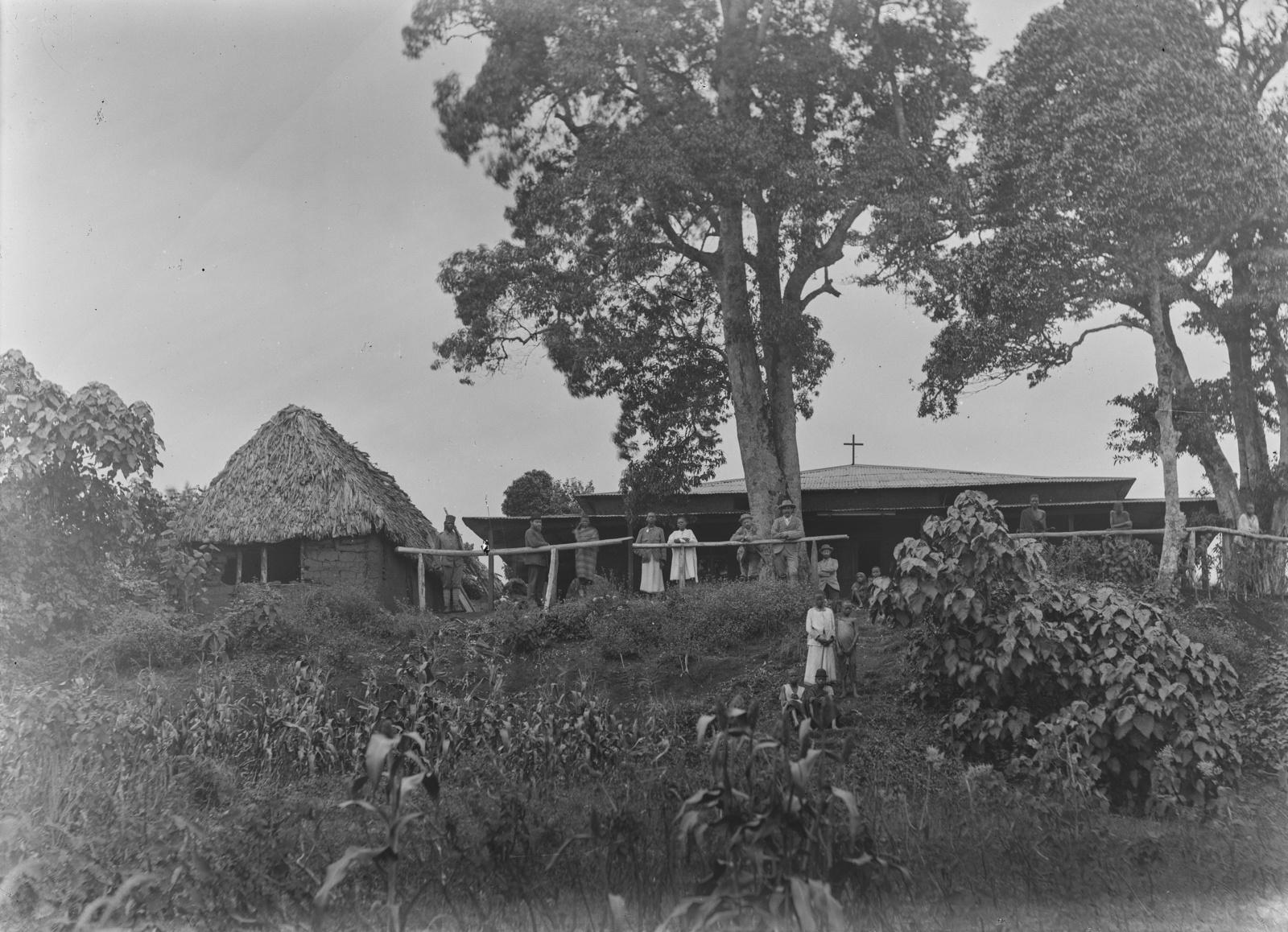 111. Станция немецкого общества Восточной Африки (ДОАГ) в Моши. Здание Лейпцигской евангелической лютеранской миссии