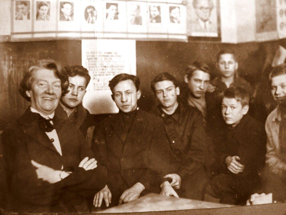 1930-е. Во дворце пионеров