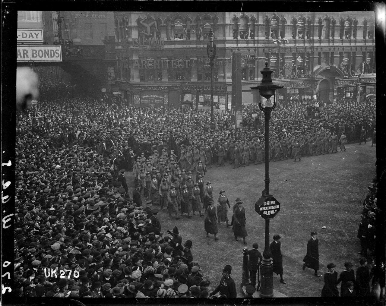 Женский армейский корпус на параде в Лондоне