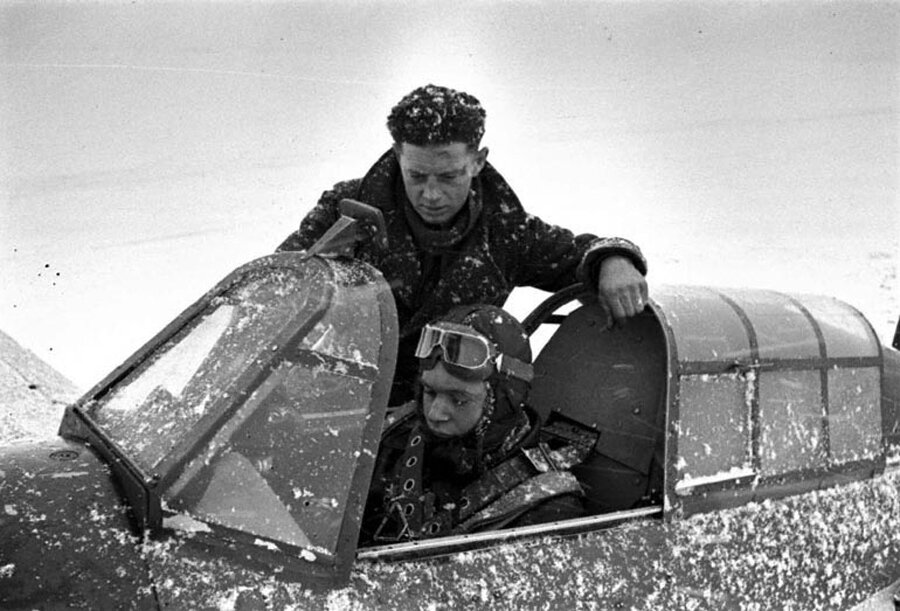British teaching russian pilot to fly a Hawker Hurricane, provided by the british to the soviets, WWII