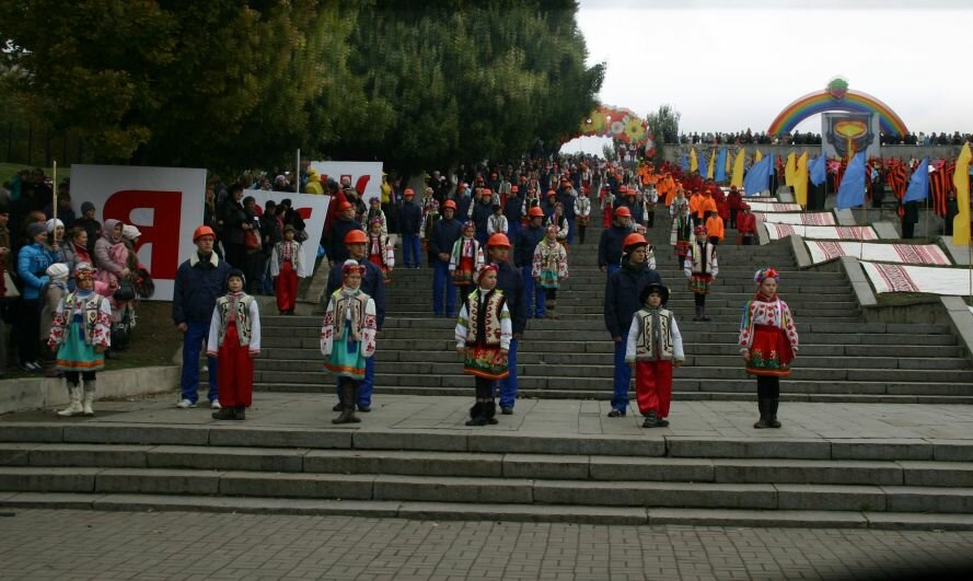 ФОТОРЕПОРТАЖ: В День города мэру вручили большой ключ, а запорожцев развлекали живые статуи, фото-9