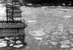 19. 9 апреля 1962 года. Ледоход. Вид с эстакадных пролётов левого берега..jpg